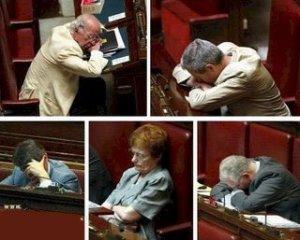 parlamentari_dormono